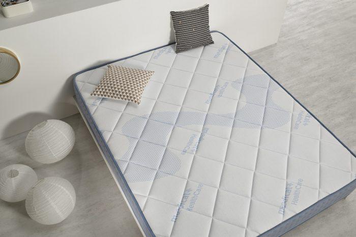 vue de dessus du matelas en mousse de gel à mémoire de forme gel care